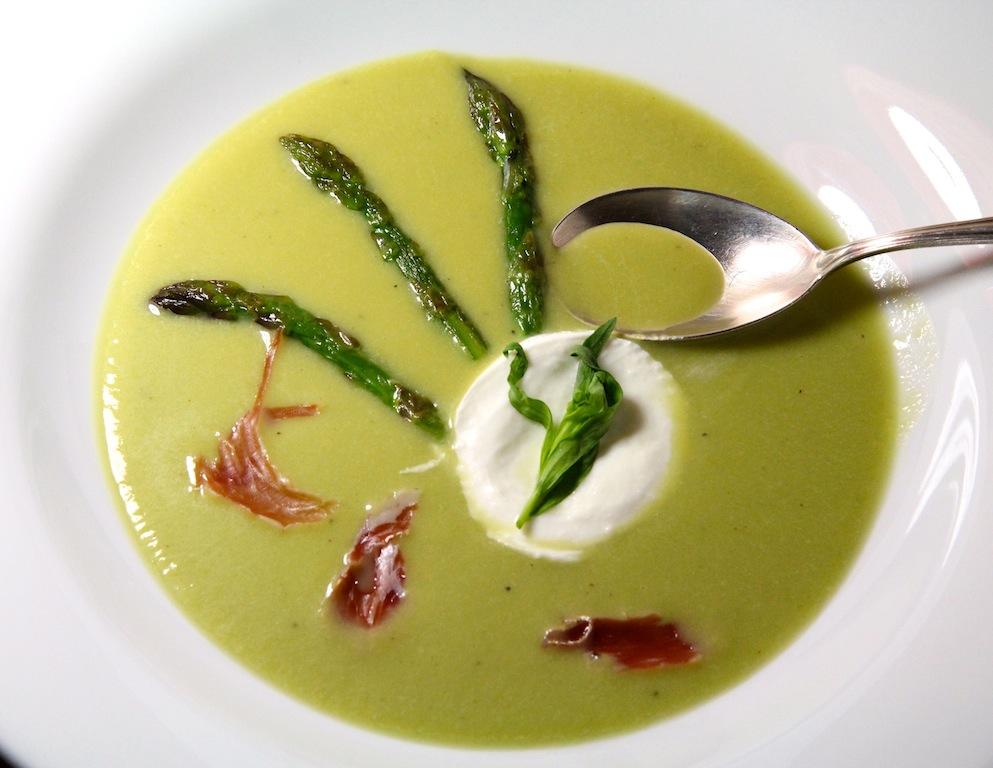 grüner_spargel_suppe_mozzarella