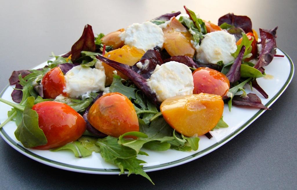 Obst bringt Farbe an den Salat