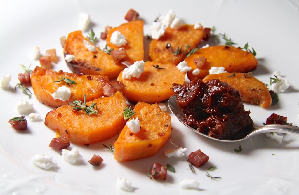 Süßkartoffeln mit scharfem Kirsch-Pesto