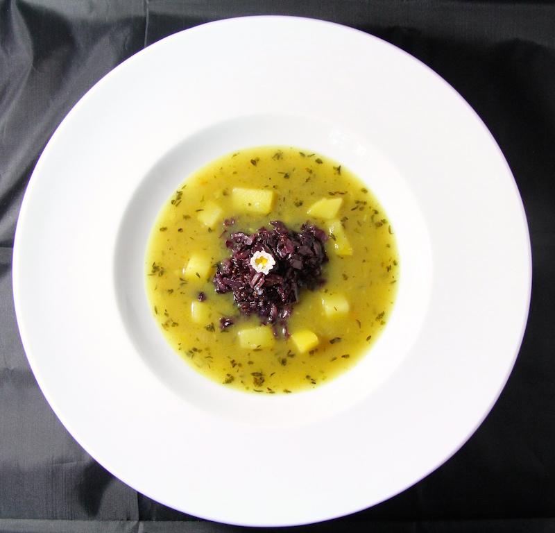 Bittersüß und samtig: Kartoffelsuppe mit Radicchio & Feigen